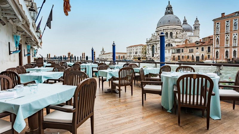 The 6 Best Rooftop Bars in Venice