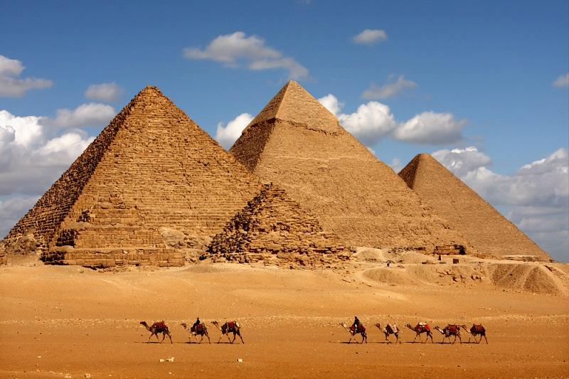 world-landmark-Pyramids-of-Giza-Cairo