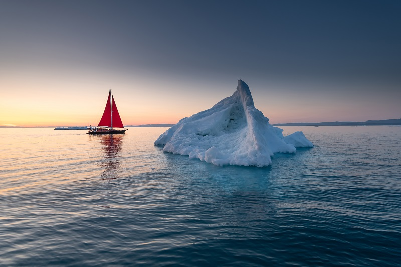 beautiful-landscape-with-large-icebergs